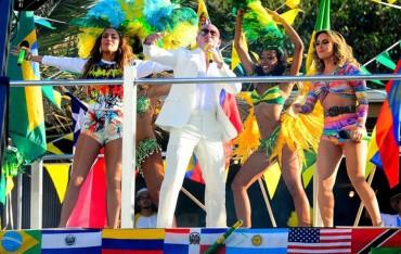 Jennifer Lopez y Pitbull en la grabación del vídeo Mundialista