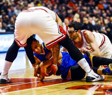 Gibson y los Bulls aprovechan un horroroso partido de Curry