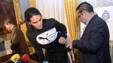Falcao se tratará la rodilla en Madrid