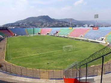 Estudian demoler el Estadio Nacional