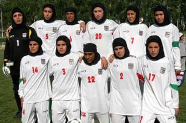 Irán expulsa a cuatro jugadoras por ser hombres