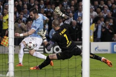 Valdés podría jugar en el Manchester City