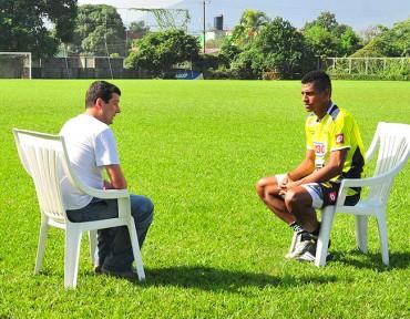 Costly fue entrevistado por Canal + de Francia