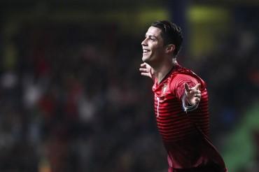 Cristiano logra un doblete en la goleada de Portugal a Camerún
