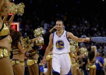 Curry fulmina a Phoenix y echa un cable a los Grizzlies de Marc