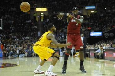 LeBron, con 25 puntos en un cuarto, lidera a los Miami Heat