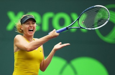 Sharapova se salva ante Flipkens y Serena Williams arrolla
