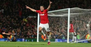 Van Persie guía la remontada del United con un 'hat-trick'