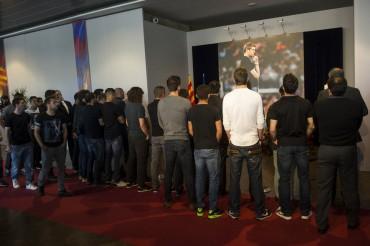 Los jugadores del Barça hacen su homenaje a Tito Vilanova