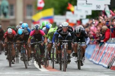Marcel Kittel gana con autoridad el primer sprint en Irlanda