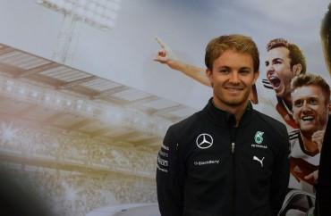 """Rosberg reconoce que """"algo pasa a nivel interno"""" en Mercedes"""
