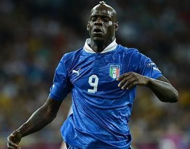 Balotelli víctima de insultos racistas en Florencia