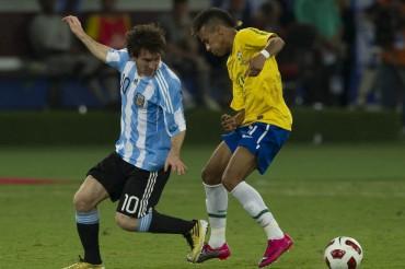 Los grandes cracks del fútbol brasileño, rendidos a Leo Messi