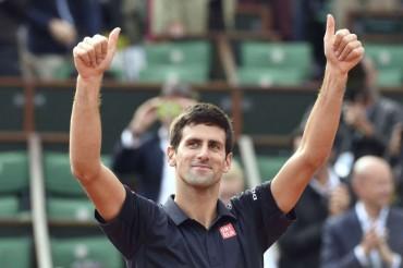 Djokovic vence a Raonic y se cita con Gulbis en semifinales