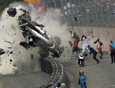 Duval sufre un brutal accidente del que parece ha salido ileso