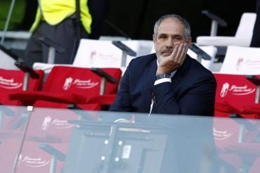 Zubizarreta continúa sin poder fichar a un central para el Barça