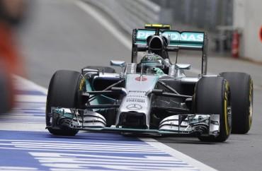 Fernando Alonso tras los Mercedes en Red Bull Ring