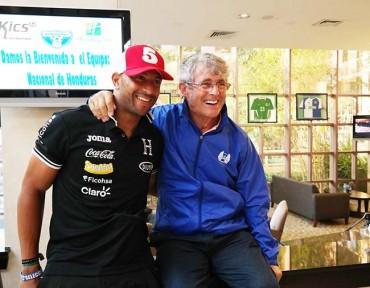Bora Milutinovic, ex seleccionador de Honduras, visitó a los jugadores