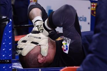 La lesión de Víctor Valdés es más grave de lo esperado
