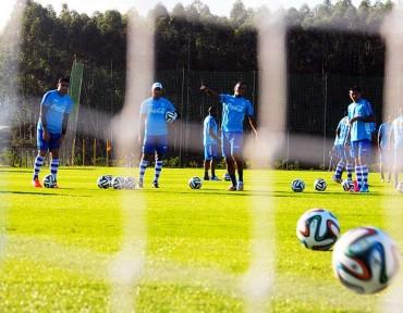 La Bicolor trabaja duro para llegar al gol ante Ecuador