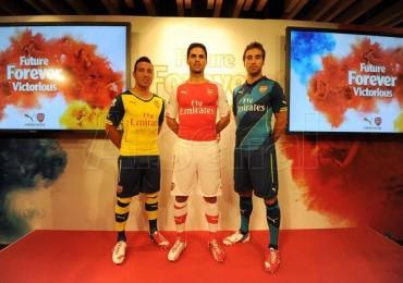 Arsenal presentó sus nuevos uniformes Puma
