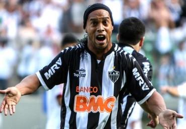 Ronaldinho descartó retiro; decidirá futuro la próxima semana