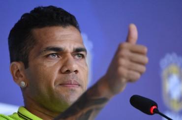 """Alves: """"Supongo que me quedaré en el Barça"""""""