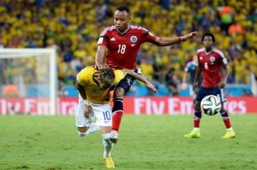 """Zúñiga: """"Nunca tengo intención de lesionar a Neymar"""""""