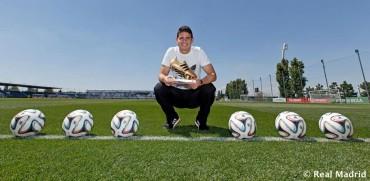 James Rodríguez recibió la Bota de Oro del Mundial de Brasil