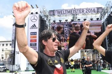 Joachim Löw convocó a 18 Campeones contra Argentina