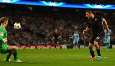 Totti rescata un empate ante un City que decepcionó en casa