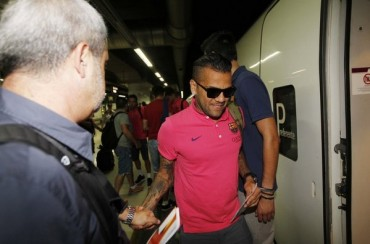 Liverpool y Manchester United quieren a Alves