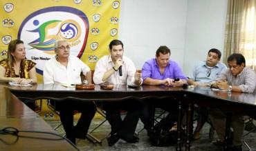 """Directivos de Liga Nacional estudian la ley """"Anti Violencia"""" en los estadios"""