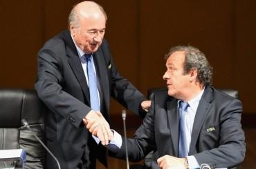Blatter rechaza la propuesta de tarjeta blanca de Platini