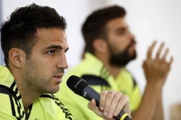Fábregas y Piqué salieron en defensa de Iker Casillas