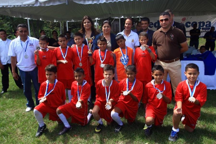 Escuela Miguel Andonie Fernández se coronó campeón de la Educopa