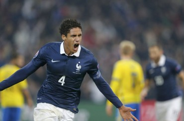 Varane fue capitán de Francia y dio el triunfo ante Suecia