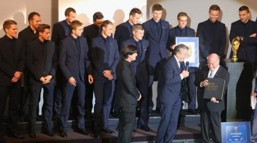 Alemania recibe el escudo de campeón del mundo de la FIFA