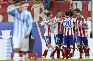 El Atlético impone su estilo para ganar al Málaga