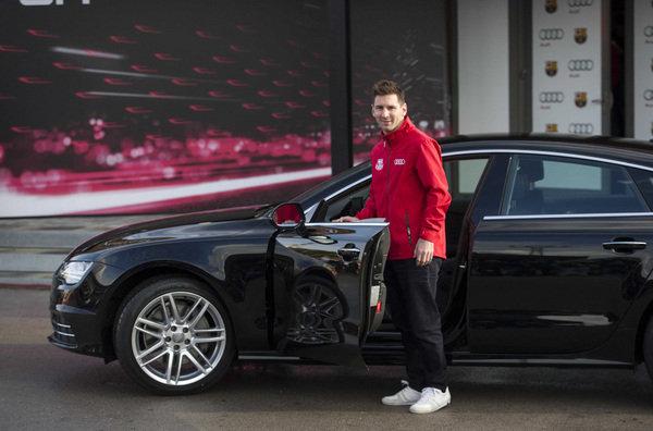 Los jugadores del FC Barcelona reciben sus nuevos Audi