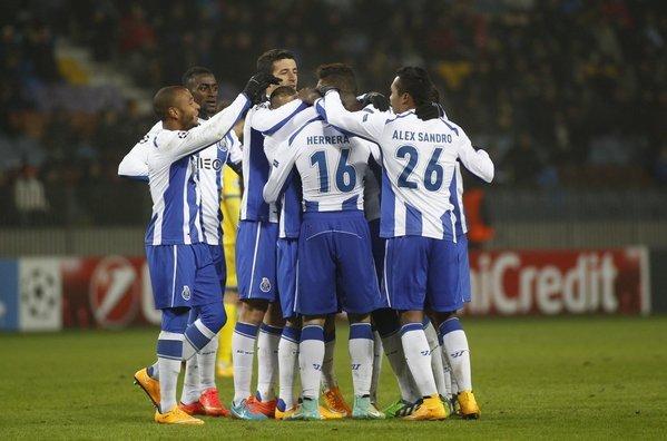 Porto-s-players-celebrate-afte_54420231103_54115221154_600_396