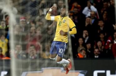 Neymar se exhibe en Turquía