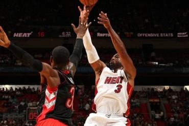 Heat 107, Raptors 102; Miami mantuvo invicto