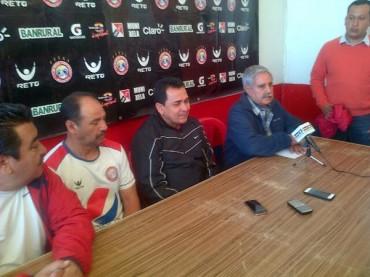 Nahún Espinoza fue presentado como nuevo timonel del Xelajú de Guatemala