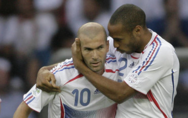 Zidane pidió homenaje para Thierry con 'Les Blues'