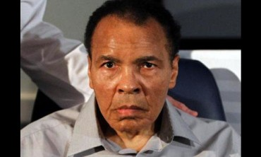 Muhammad Ali, hospitalizado por sufrir neumonía