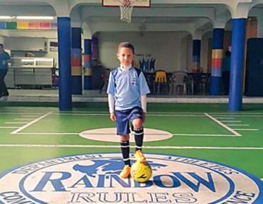 Niño hondureño observado en el Manchester City