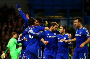 Los goles de Oscar y Diego Costa colocan líder al Chelsea
