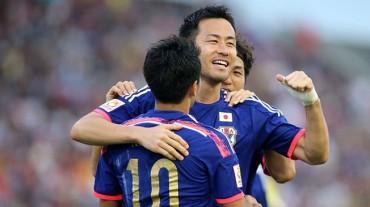 Japón arranca con goleada