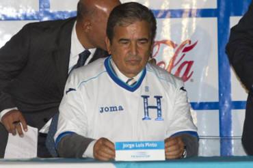 """Jorge Luis Pinto: """"Quien no sienta la camiseta de Honduras no jugara con migo"""""""